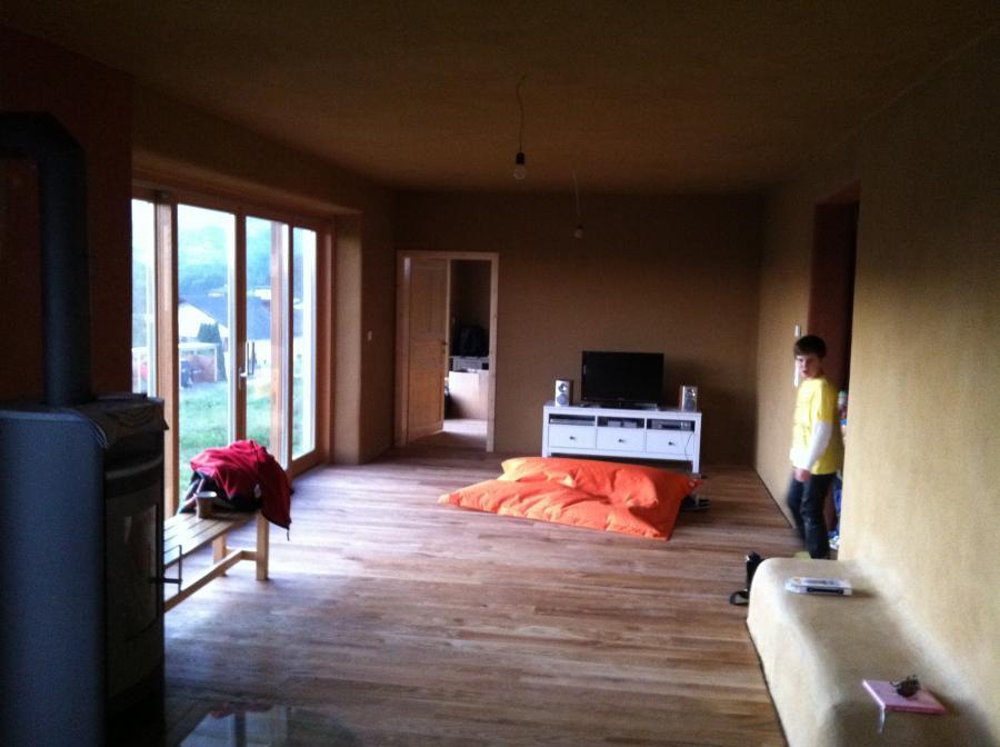 strohhaus in der steiermark mit strohfassade strohballenbau. Black Bedroom Furniture Sets. Home Design Ideas