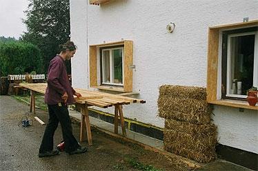 Dazu wurden rund um die Fenster OSB-Boxen befestigt...