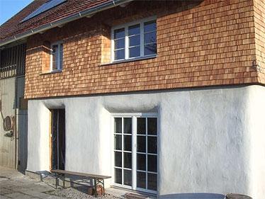 Bauherr: Frank Böttinger Baukosten: Strohballen ca 250 € Gesamtkosten: ca. 4000 € ( inkl. Schindeln ) Baubeginn: August 2006 Bauzeit: ca. 4 Monate