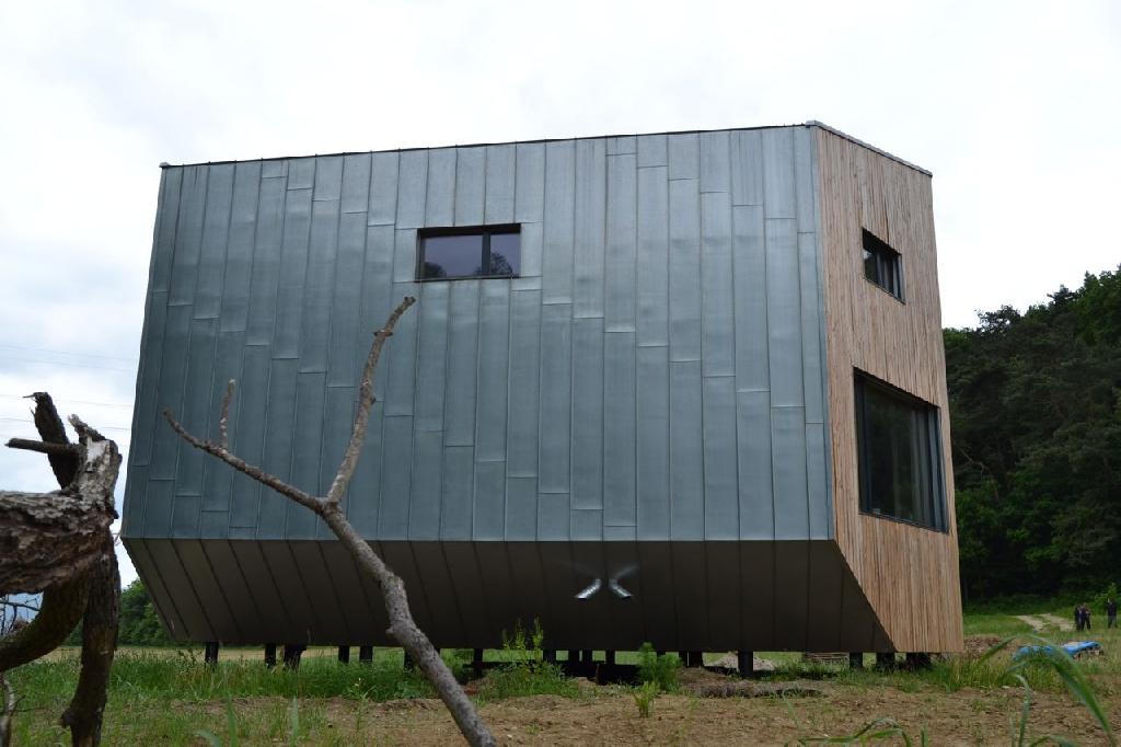 das ufo von melcice lieskove strohballenbau. Black Bedroom Furniture Sets. Home Design Ideas
