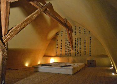 Strohballengewölbe im Dachausbau
