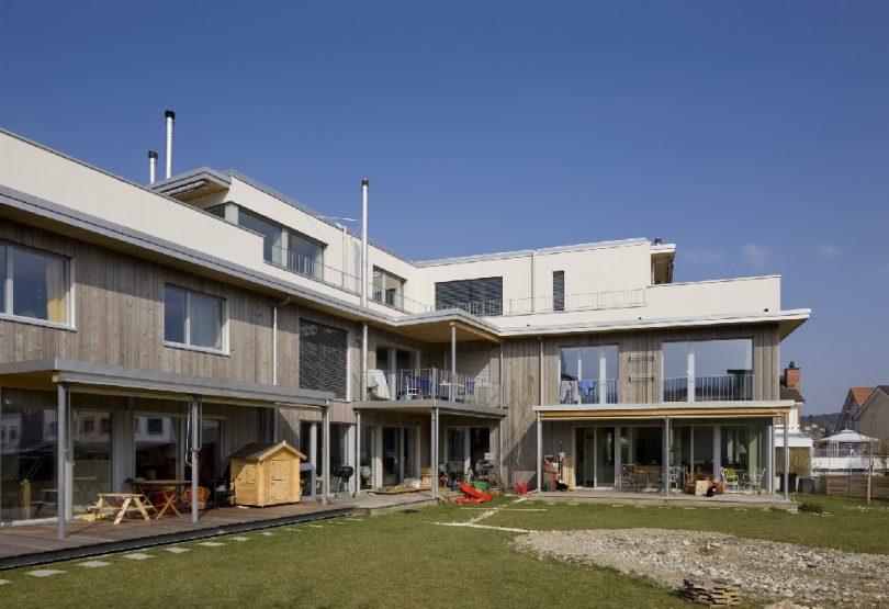 Strohballenbau Mehrfamilienhaus in Therwil