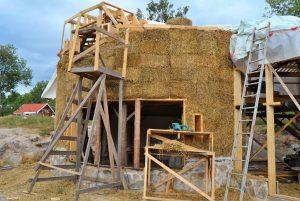 2016-7-09-10-strawbale-hobbithouse-sweden-32