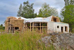 2016-7-09-10-strawbale-hobbithouse-sweden-33