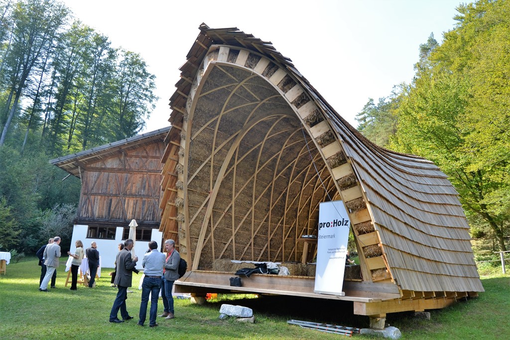 Straw bale training for european professionals with for Straw bale house cost calculator